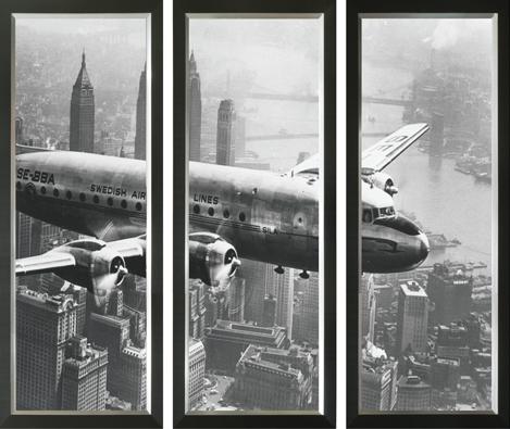 """Ingelijste poster """"Drieluik klassiek vliegtuig boven New York (groot)"""" van Mondiart"""