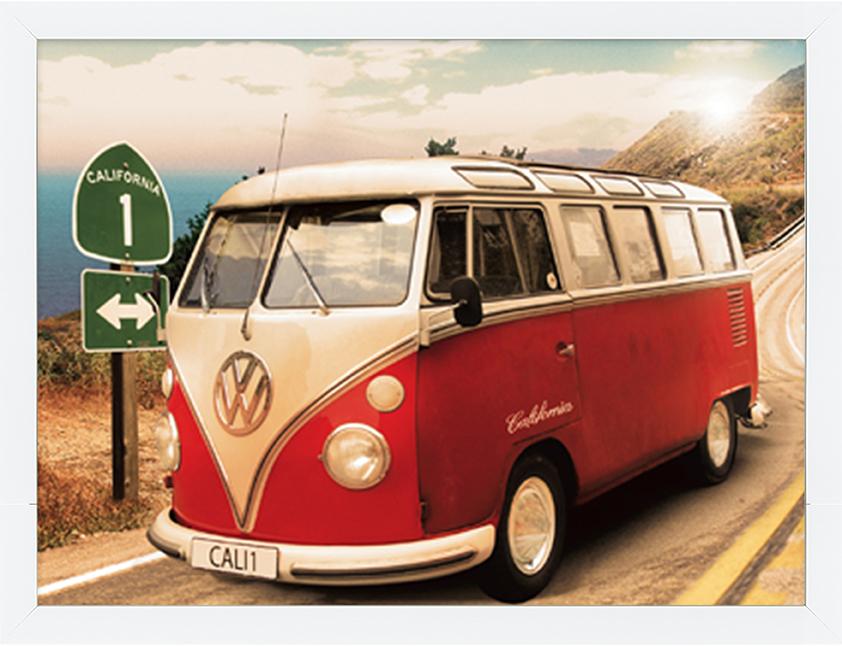 Ingelijste foto van een rood Volkswagen camper busje