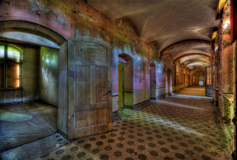 "Aluminium schilderij ""Lacour – Urban corridor"" van Mondiart"