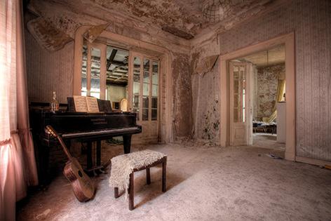 "Aluminium schilderij ""Lacour – Urban pianokamer"" van Mondiart"