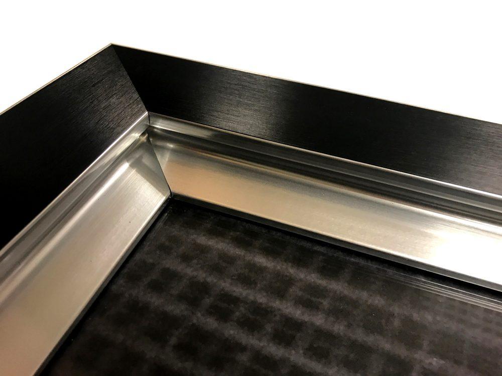 zwarte sierlijst met zilveren biezen binnenkant