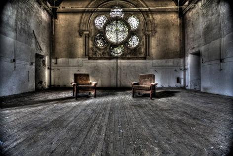 """Aluminium schilderij """"Lacour – Kamer met twee stoelen"""" van Mondiart"""
