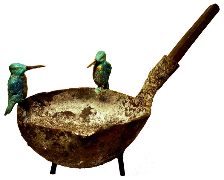 Twee bronzen ijsvogels op gietlepel