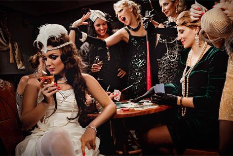 "Aluminium schilderij ""Women playing poker"" van Mondiart"