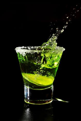 "Aluminium schilderij ""Cocktail splash in glass"" van Mondiart"