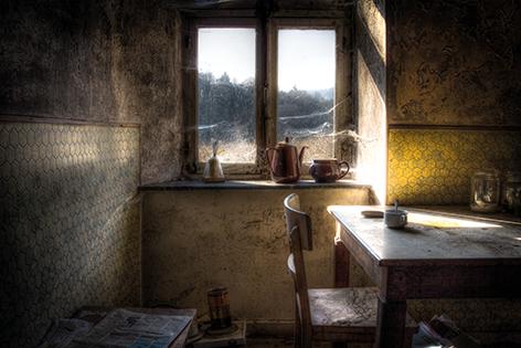 "Aluminium schilderij ""Dusty table"" van Mondiart"