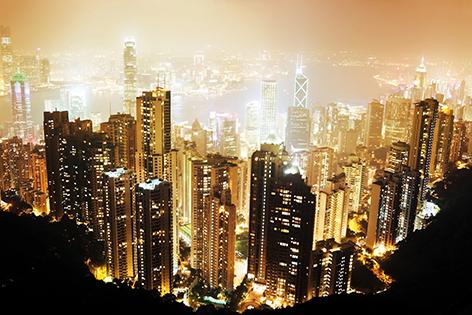 "Aluminium schilderij ""Hong Kong Island at night"" van Mondiart"