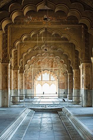 "Aluminium schilderij ""Interior with arch of an ancient building in Delhi"" van Mondiart"