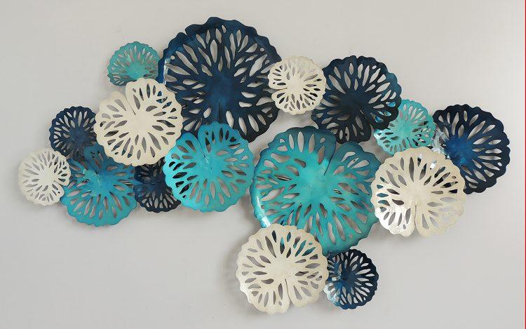 Sixteen blue circles