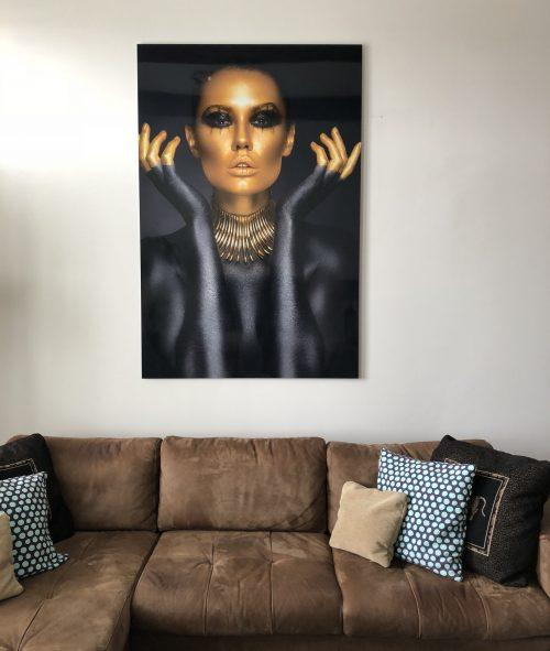 Ontzettend blij met onze gouden dame aan de muur