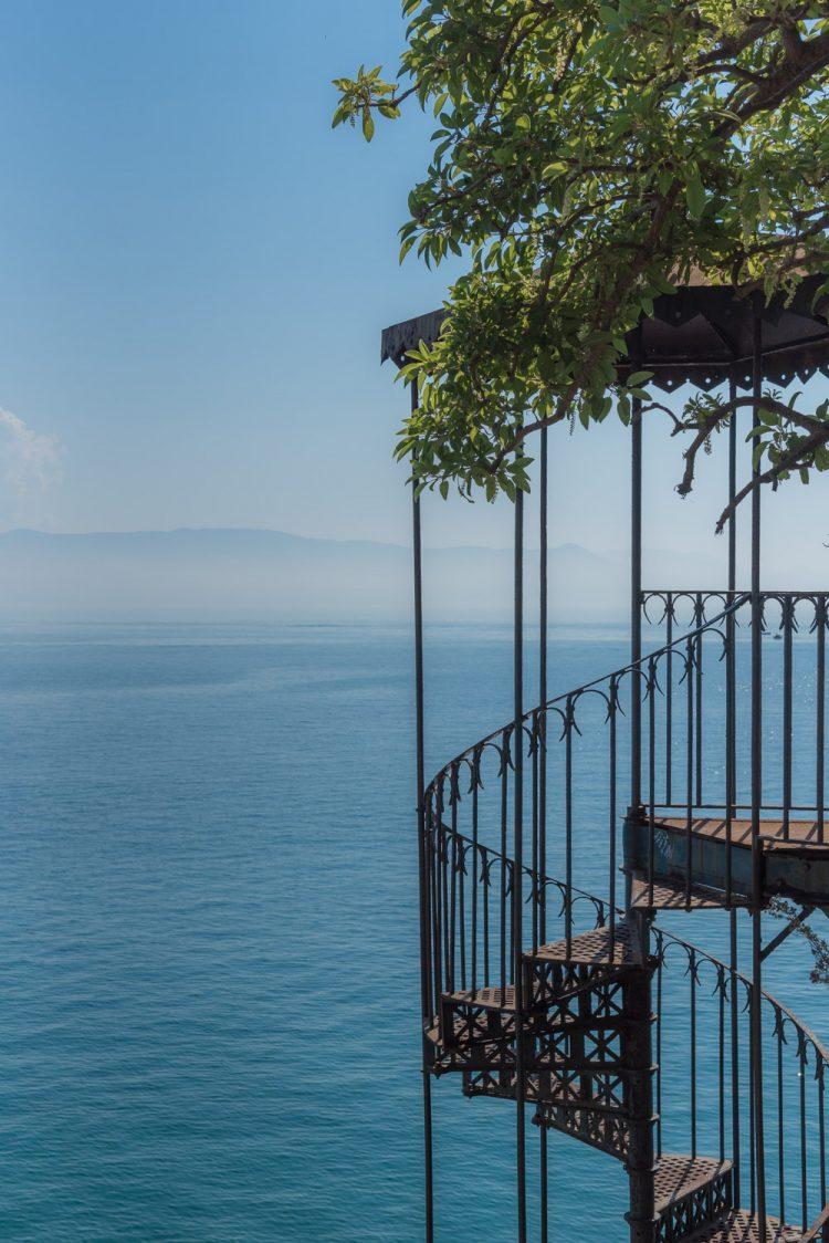 Verlaten Trap Bij De Zee In Griekenland