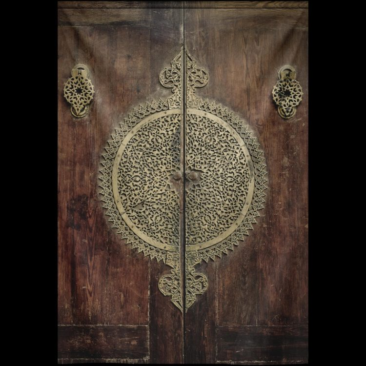"Wandkleed ""Velvet ancient door"" van Mondiart"