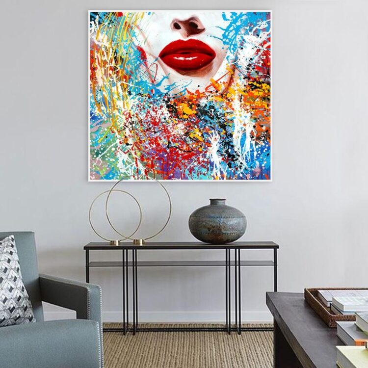 red lipstick schilderij vrouw interieur