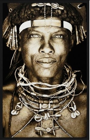 "Portrait Gobelin ""Ovakakaona Tribe Angola Sepia "" van Mondiart"