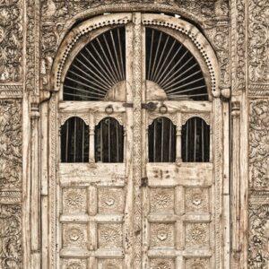 """Wandkleed """"Ancient contemporary wooden door"""" van Mondiart"""