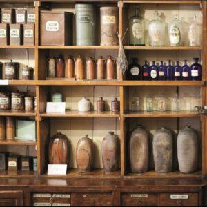 """Wandkleed """"Bottles on shelf in Pharmacy"""" van Mondiart"""
