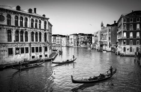 "Aluminium schilderij ""Old Fashioned Venice B/W"" van MondiArt"