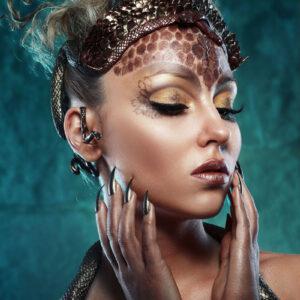 """Glasschilderij """"Snake tiara"""""""