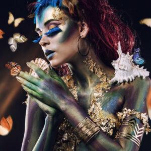 """Glasschilderij """"Butterfly woman landscape"""" (Ibarra-stijl)"""