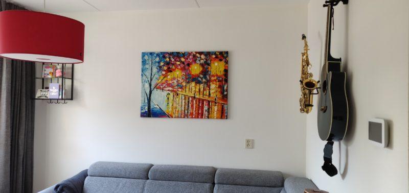 Super blij met kleurrijk schilderij